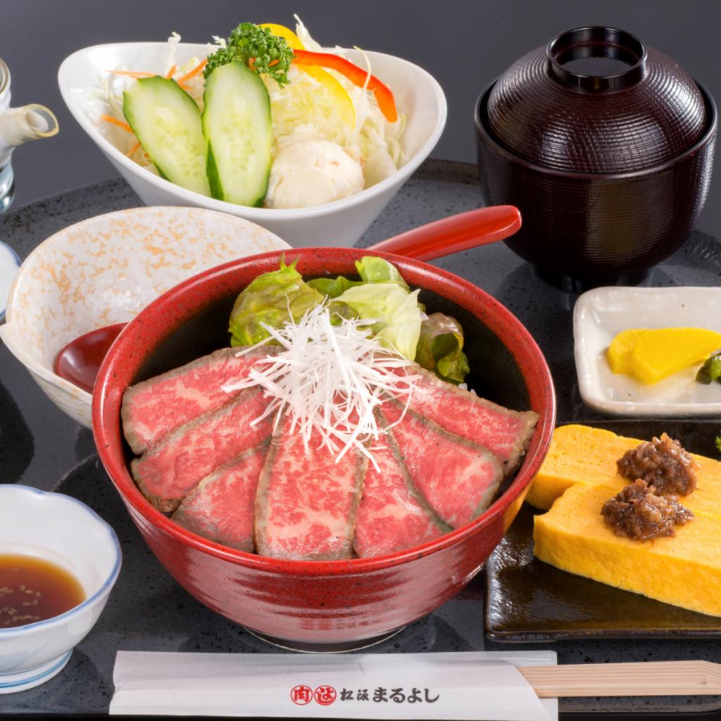 人気の松阪牛ローストビーフ丼
